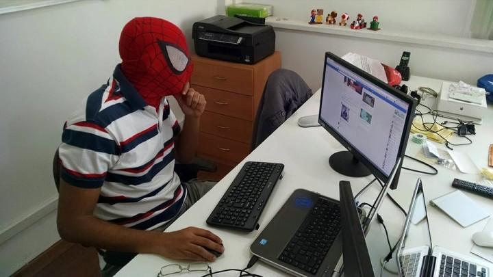 Guga Alves trabalhando com Web