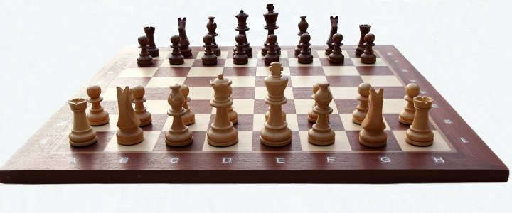 Chess_board_with_chess_set_in_opening_position_2012_PD_05.jpg